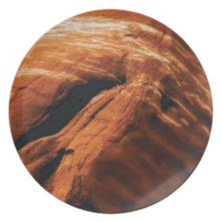 Assiette gonflement de la roche rouge