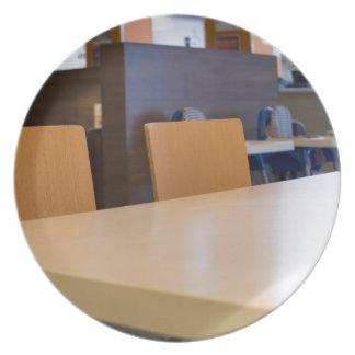Assiette Image brouillée du café intérieur