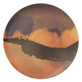 Assiette La lune de ciel nocturne de combattant d'avion