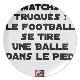 ASSIETTE MATCHS TRUQUÉS, LE FOOTBALL SE TIRE UNE BALLE DANS