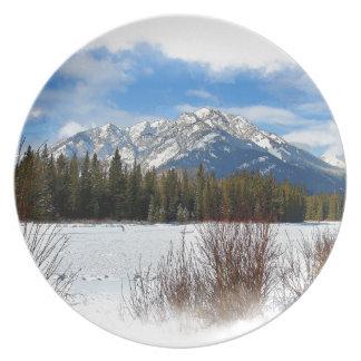 Assiette Montagne pittoresque de cascade - Banff Alberta