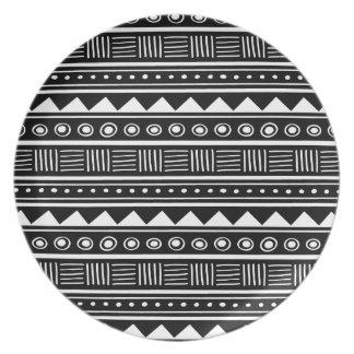 Assiette Motif tribal aztèque noir et blanc