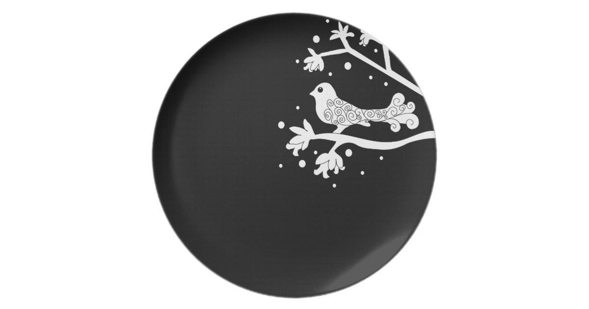 assiette oiseau noir et blanc sur une branche avec le plat. Black Bedroom Furniture Sets. Home Design Ideas