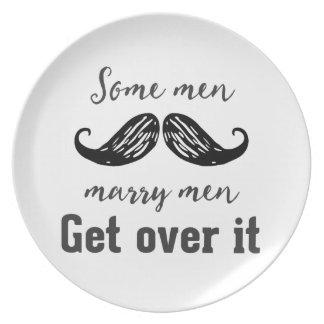 Assiette Quelques hommes épousent des hommes. Obtenez