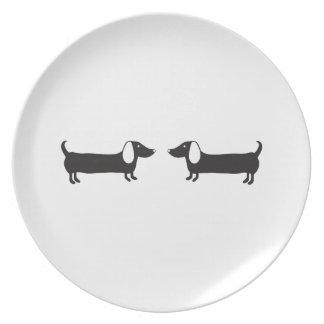 Assiette Teckels dans l'amour noir et blanc