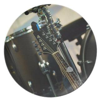 Assiettes En Mélamine La musique d'instruments bat du tambour de