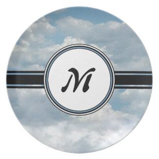 Assiettes En Mélamine Nuages de détente et monogramme imprimé par ciel