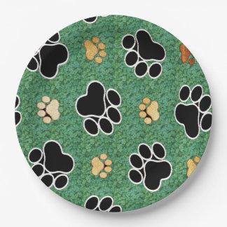 Assiettes En Papier Empreinte de patte bronzage et noir sur l'herbe