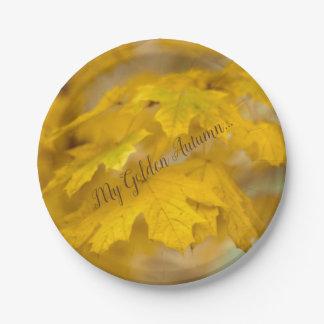 Assiettes En Papier Feuille jaune d'érable d'automne. Ajoutez-vous