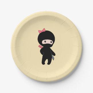 Assiettes En Papier Fille minuscule de Ninja sur le jaune
