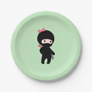 Assiettes En Papier Fille minuscule de Ninja sur le vert