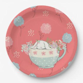 Assiettes En Papier Le lapin orange et bleu dans une tasse de thé