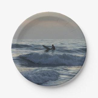 Assiettes En Papier Le surfer attend
