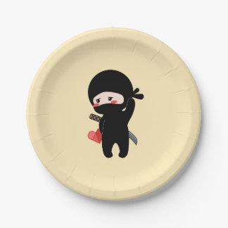 Assiettes En Papier Ninja de rougissement timide tenant le coeur de