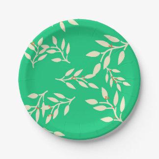Assiettes En Papier Plats avec les baies et le feuille sur le vert