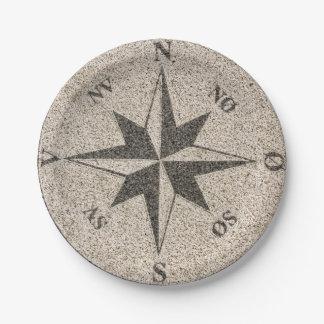 Assiettes En Papier Rose de boussole nautique sur le granit gris