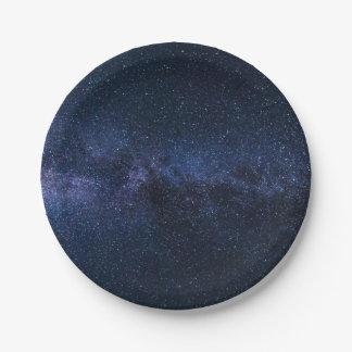 Assiettes En Papier Une galaxie des étoiles dans le ciel nocturne