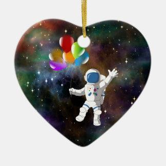 Astronaute avec des ballons ornement cœur en céramique