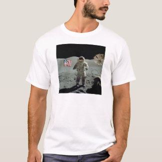 Astronaute d'Apollo 17 dans la vallée de Littrow T-shirt