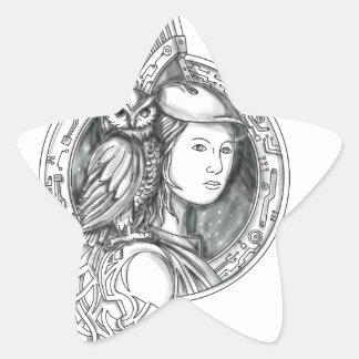 Athéna avec le hibou sur le cercle de circuit sticker étoile