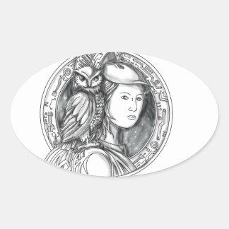 Athéna avec le hibou sur le cercle de circuit sticker ovale