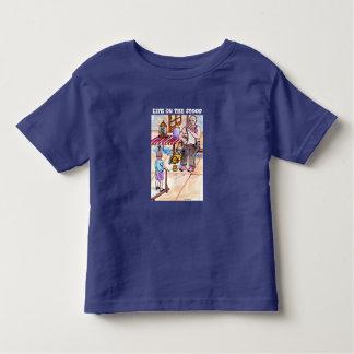 Attention obtenant la conception d'artiste de t-shirt pour les tous petits