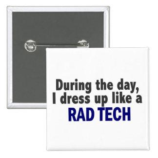 Au cours de la journée je m'habille comme une tech badge carré 5 cm