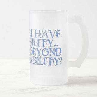 Au delà de mug en verre givré