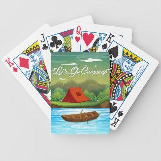 Au sol de camping avec la tente et le bateau jeu de cartes