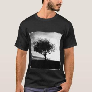 Aubépine de Glastonbury. Arbre. Noir et blanc. T-shirt