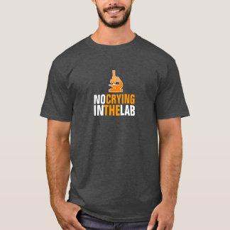 Aucun pleurer dans le T-shirt de laboratoire