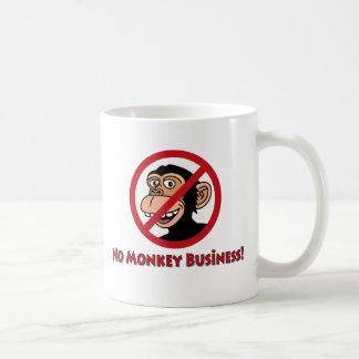 Aucunes affaires de singe mug