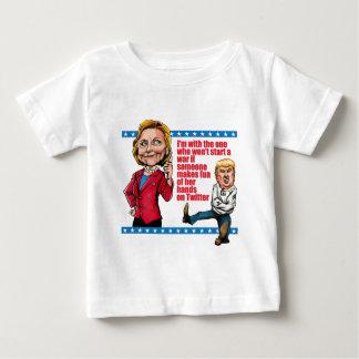 Aucunes guerres pour le gazouillement ! t-shirt pour bébé