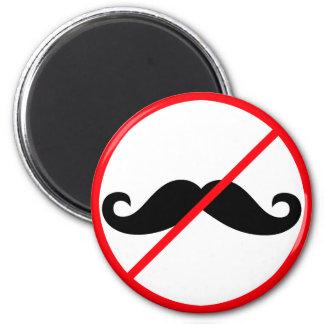 Aucunes moustaches ! aimant
