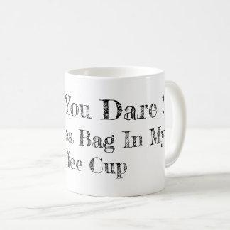 Aucuns sacs à thé dans la tasse de café