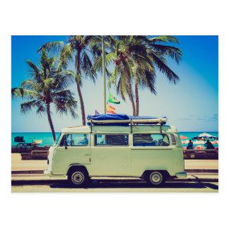 Autobus vintage de campeur à la plage cartes postales