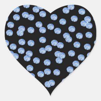 Autocollant brillant de coeur de pois bleu