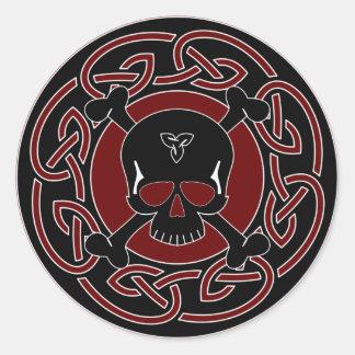 Autocollant celtique de crâne et d'os croisés