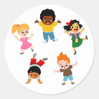 Autocollant de bande dessinée de cinq enfants