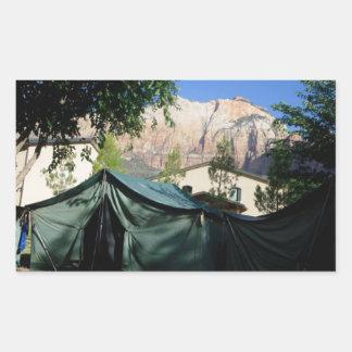 Autocollant de montagnes de camping