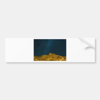 Autocollant De Voiture Ciel nocturne étoilé au-dessus de paysage rocheux