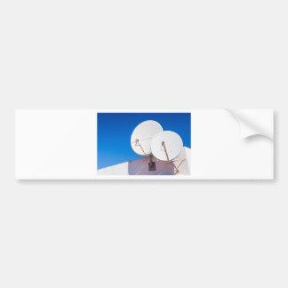 Autocollant De Voiture Deux antennes paraboliques blanches sur le mur de