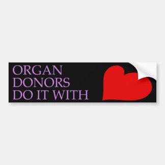 Autocollant De Voiture Les donateurs d'organe le font avec le coeur