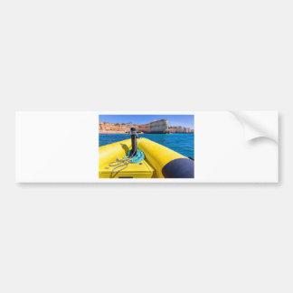 Autocollant De Voiture Navigation jaune de bateau vers des roches à