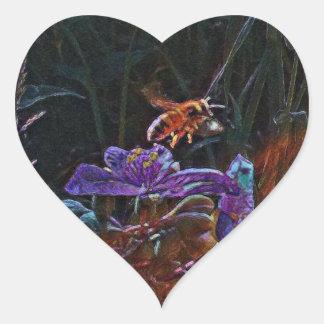 Autocollant en forme de coeur d'abeille
