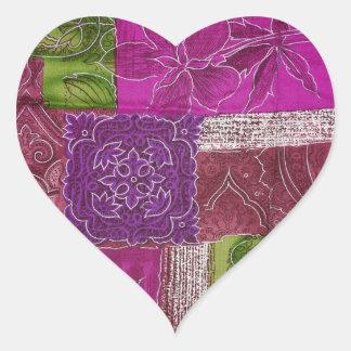 Autocollant pourpre en forme de coeur de motif