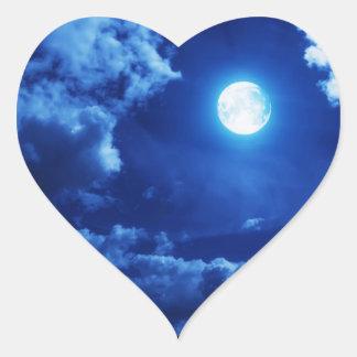 Autocollant rêveur et éclairé par la lune de coeur