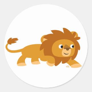 Autocollant rond de lion futé de bande dessinée