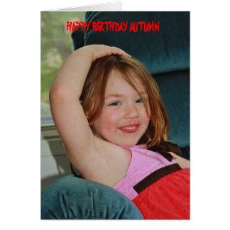 Automne posant la carte d'anniversaire