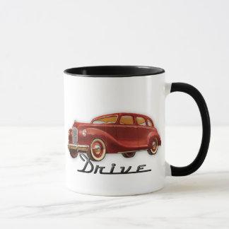 Automobile classique fraîche de conducteur de mug